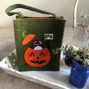 Handbags - NWOT- Halloween bag / trick or treat bag